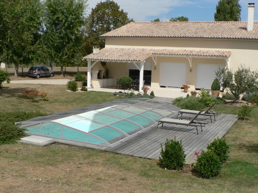 piscine abri bas relevable. Black Bedroom Furniture Sets. Home Design Ideas